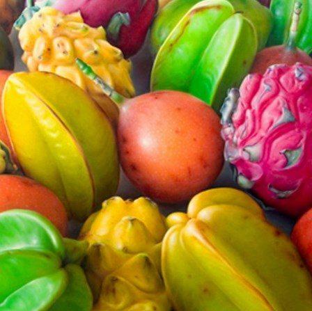 Frutas exóticas sin abrir